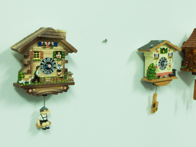 Cuckoo Clock Polyresin Magnet With Auto Swing Pendulum